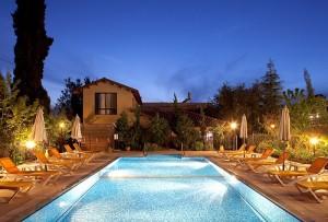 בריכת מלון גלילי תמונת ערב